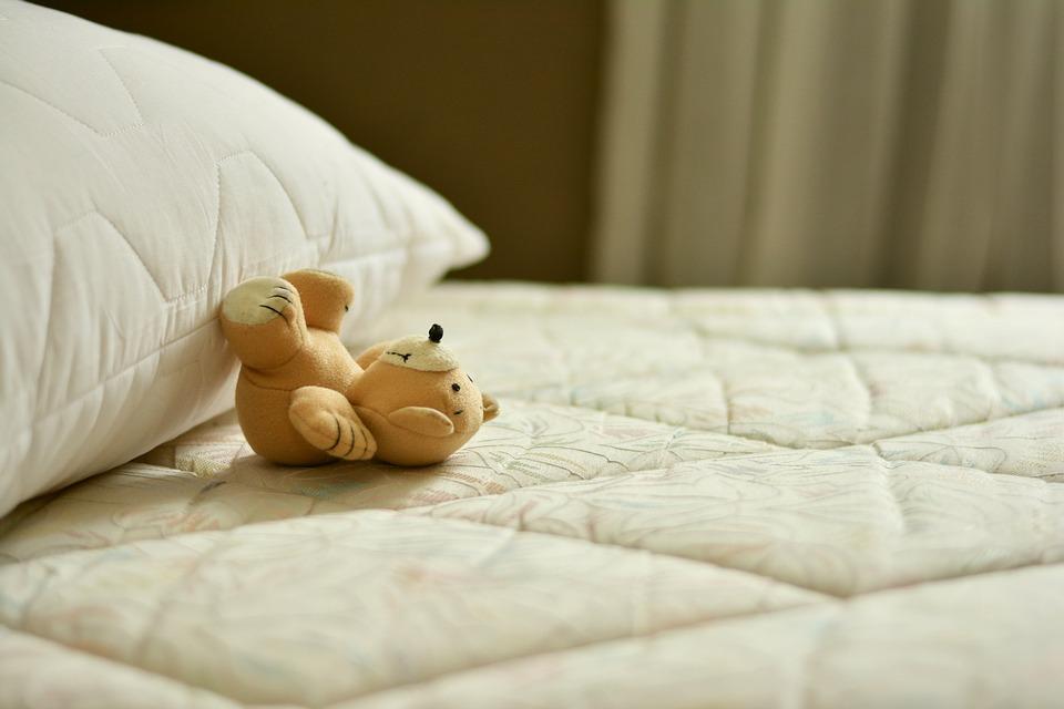 colchón y almohada