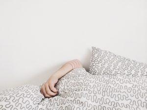 persona durmiendo tapada